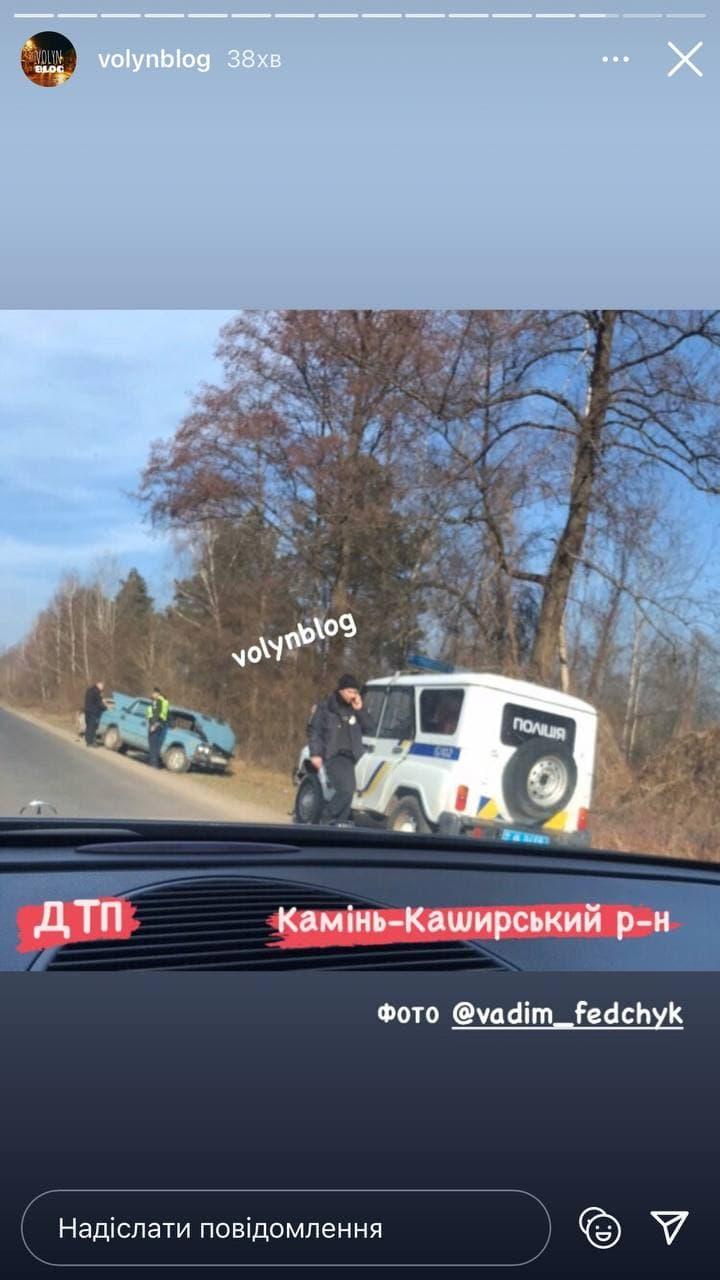 ДТП на Волині: автомобіль злетів у кювет (ФОТО)